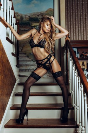 Lyona escort girls