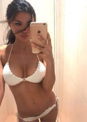 Meyrem escort girl in North Ridgeville