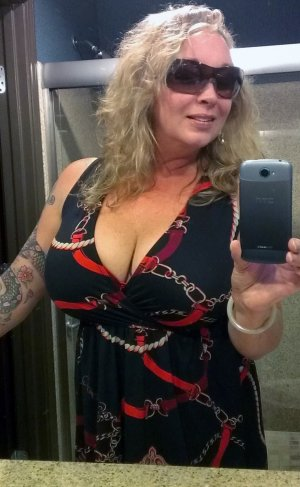Ionna adult dating & outcall escort